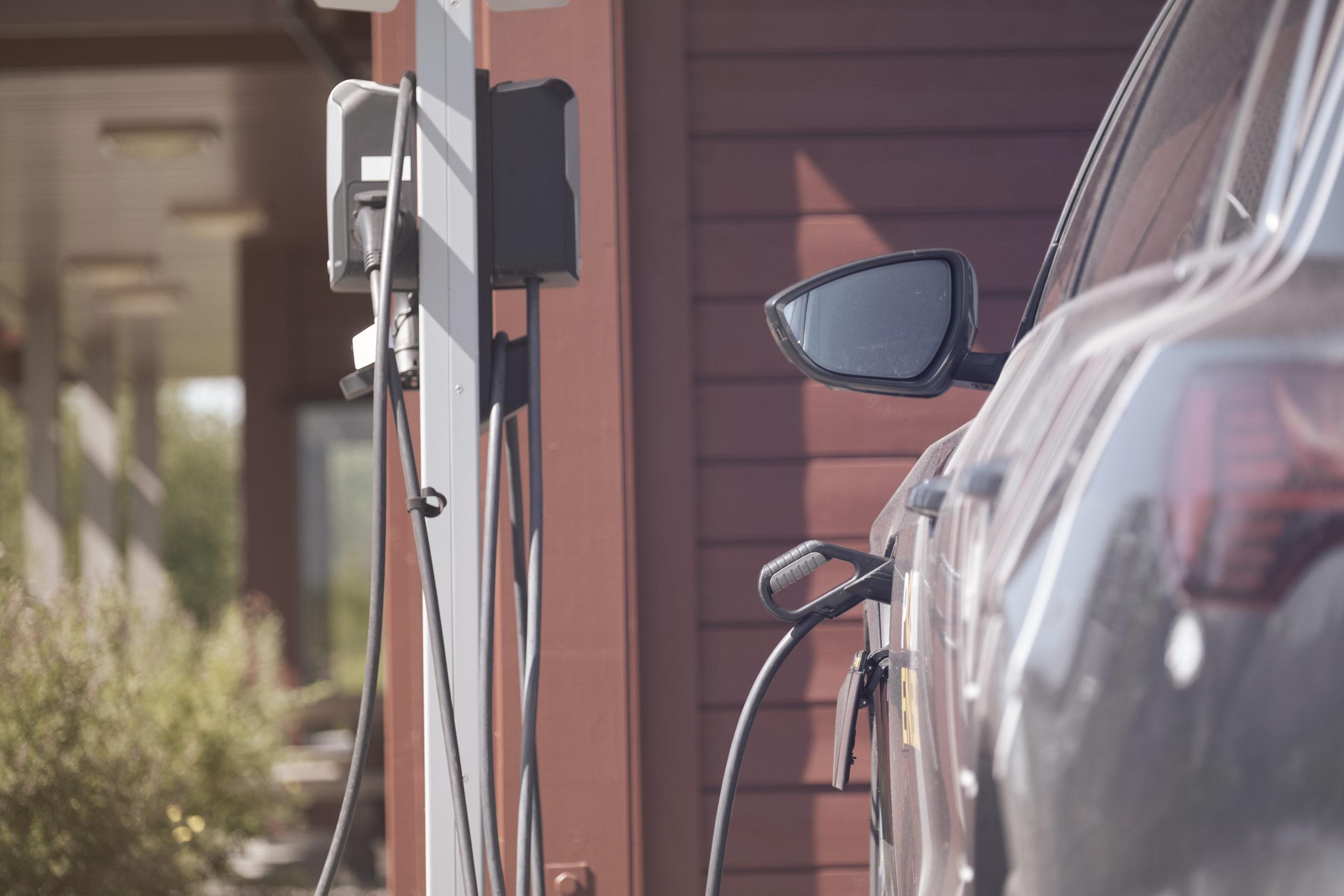 Elbilalder tilkoblet elbil